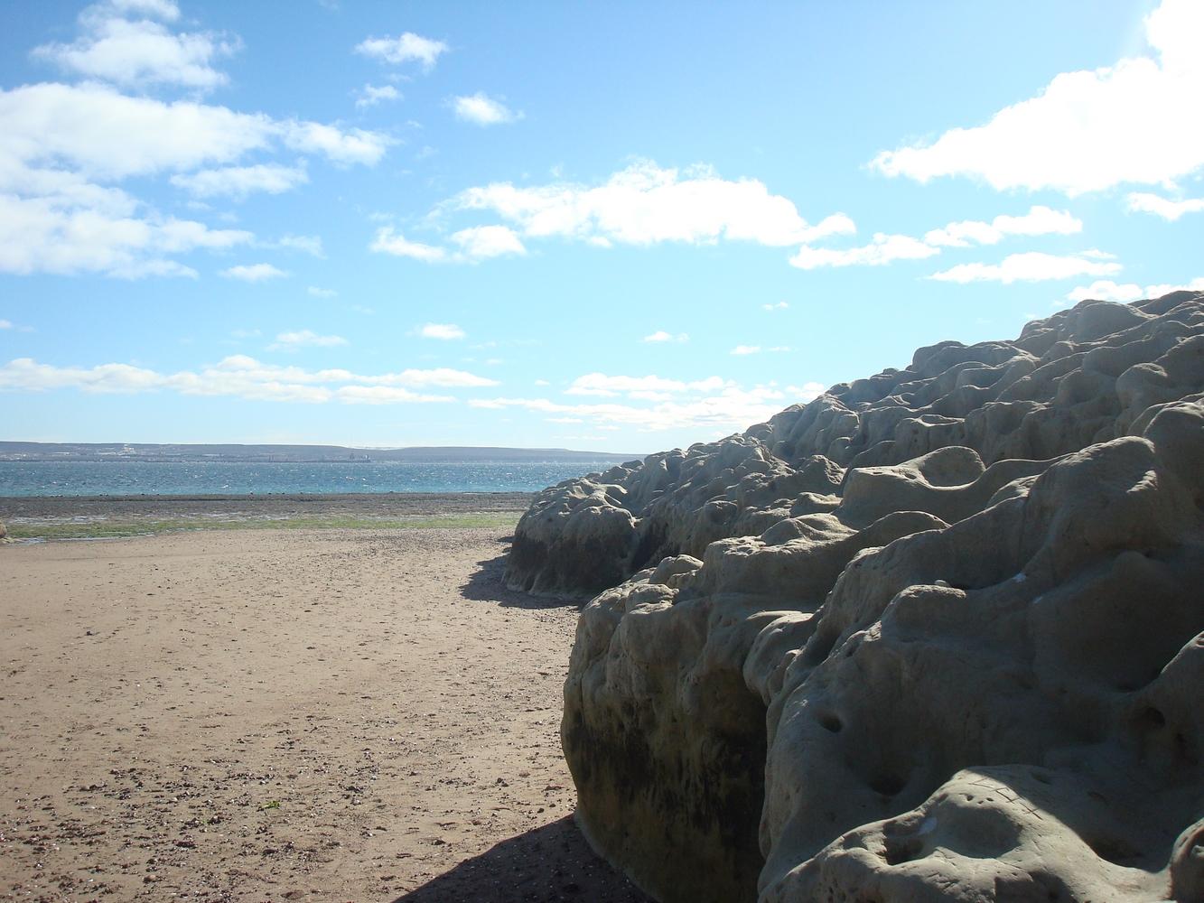 Rochers sur la plage - Puerto Madryn