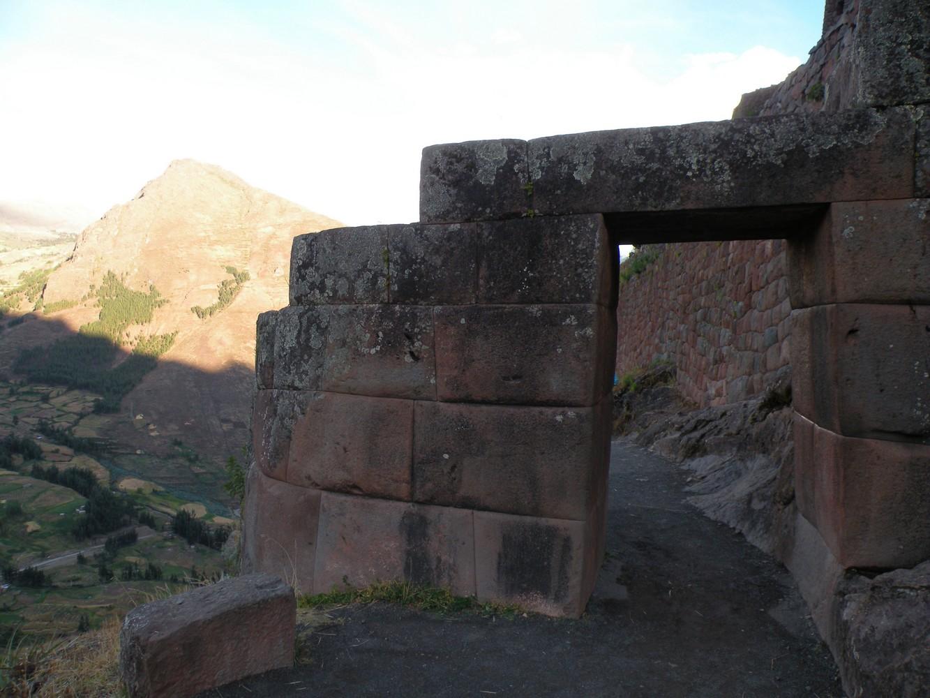 Ruines de Pisaq - Puerta del Serpiente