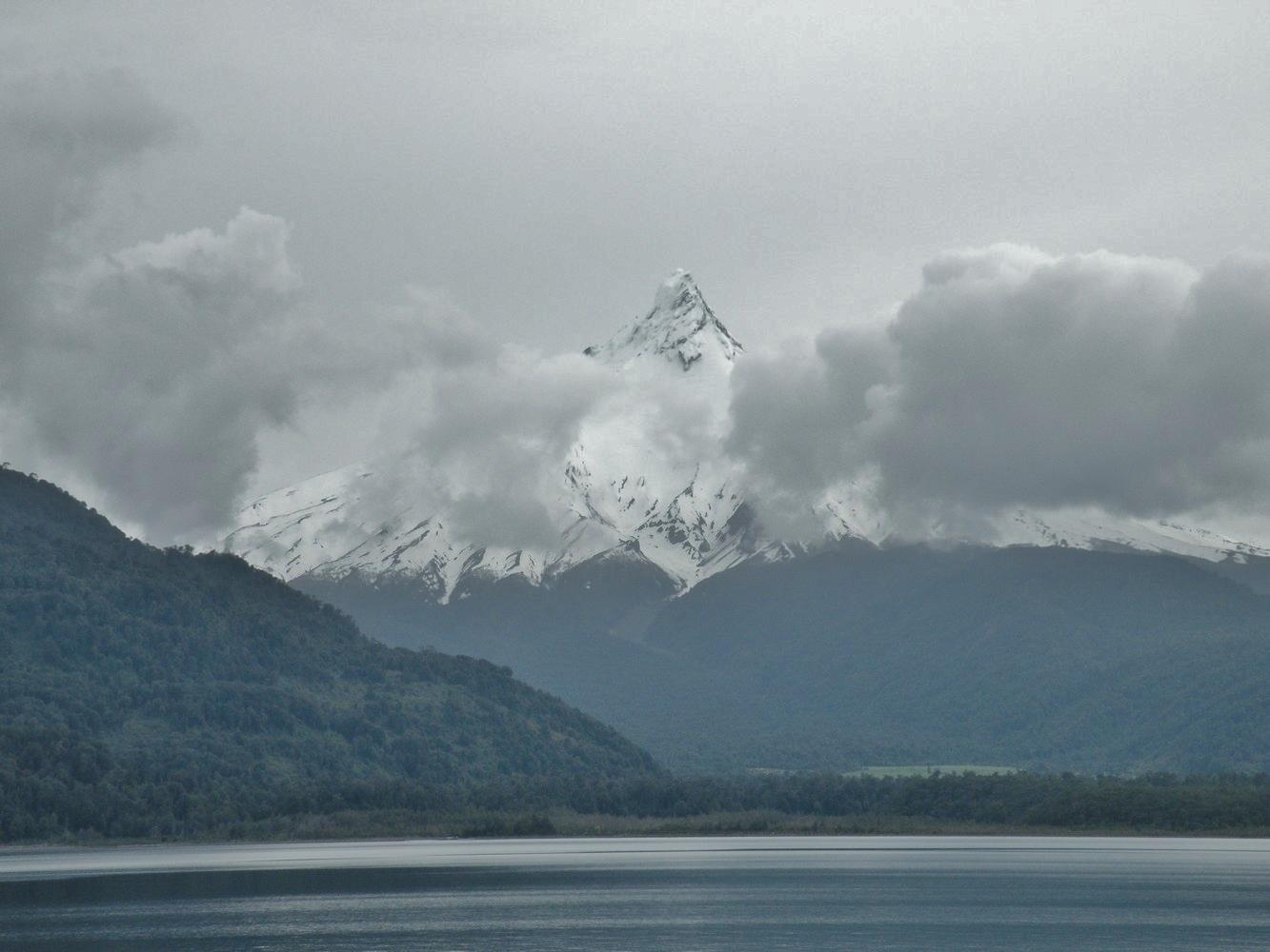 Volcan Puntiagudo - Lago Todos los Santos - Chile