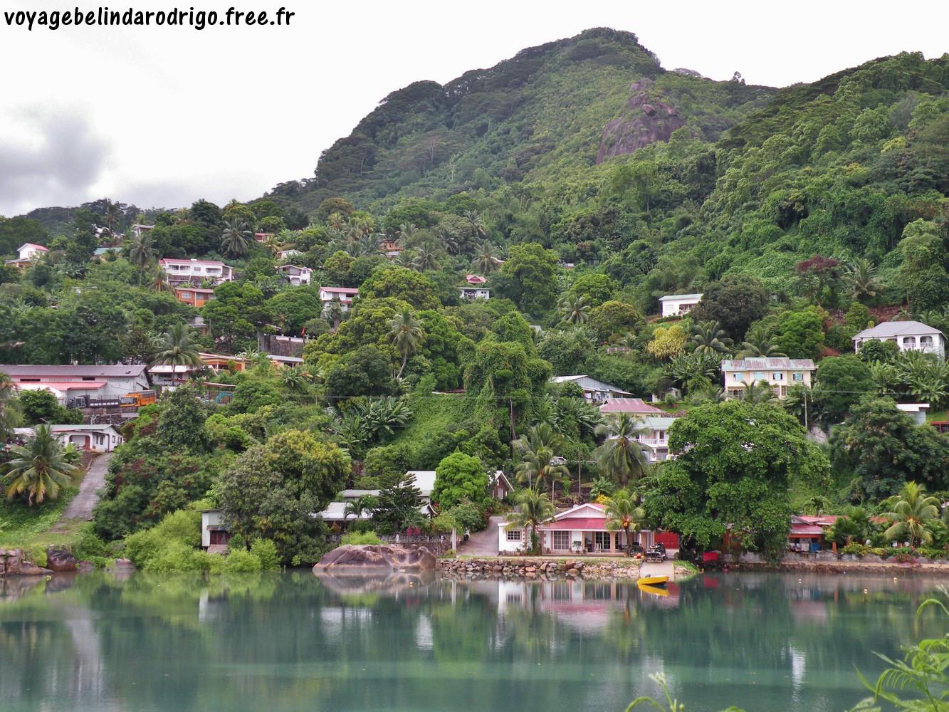 Vue depuis l'île du Port - Mahé